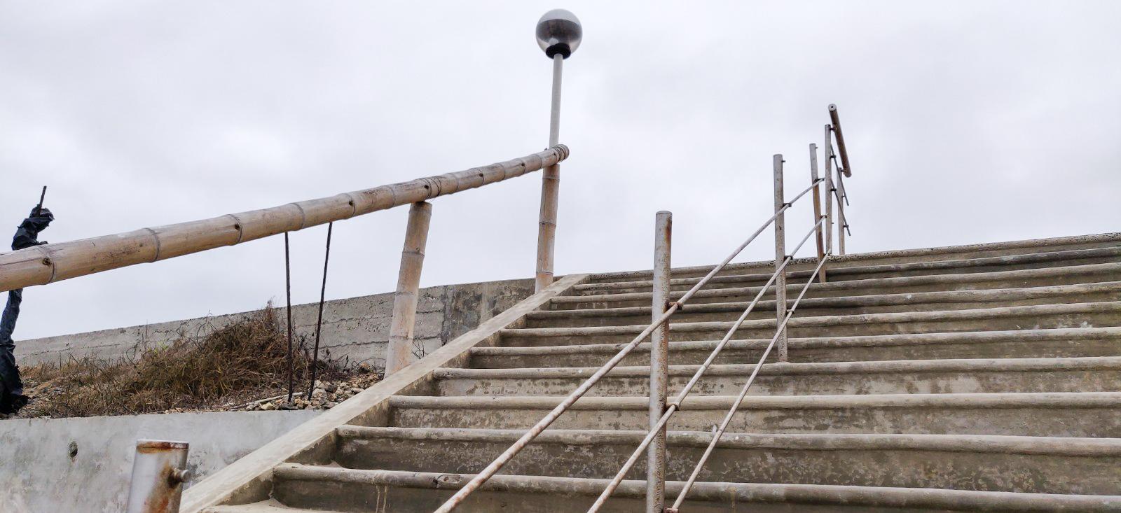 Malecon guardrails are falling apart